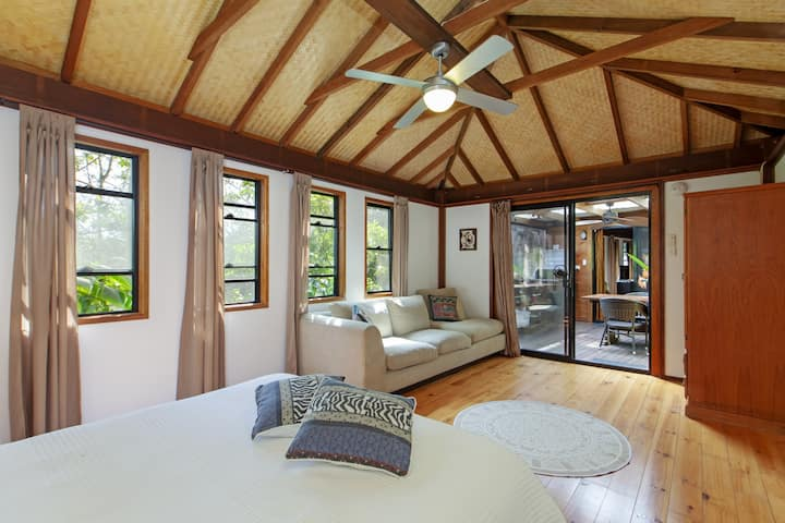 Weeroona Bungalows. Bunya Rooms.