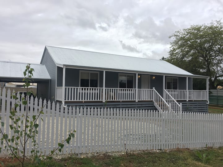 Chiltern Cottage - 1km from the Hume Fwy