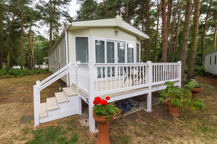 8 berth caravan for hire on the Wild Duck holiday park in Norfolk. ref 11269MC