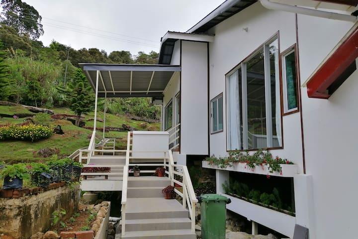 Sling & Stone Mt. Kinabalu (B-Stream House)