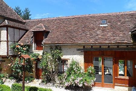 Charming cosy cottage, comfortable ,hot tub - Thenon - House