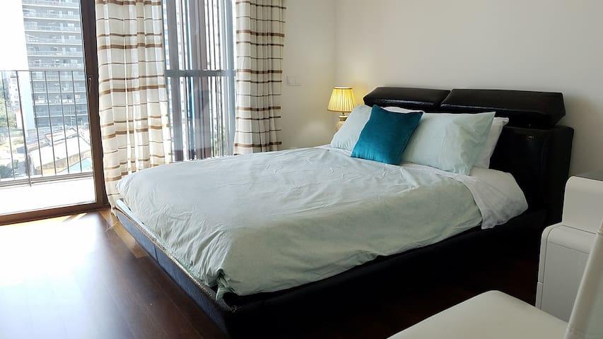 Large comfy bed w/ ensuite bathroom