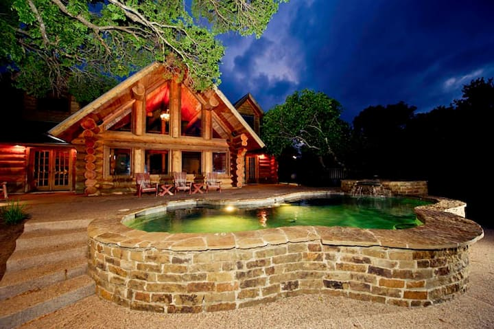 Pet Friendly with Lake access, private pool/hot tub & resort style amenities