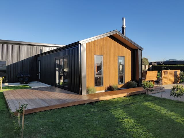 La Maison Noir - Stunning Martinborough Home