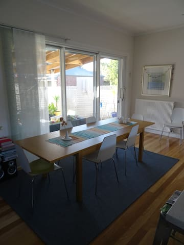 Bayside family home central location - Mordialloc