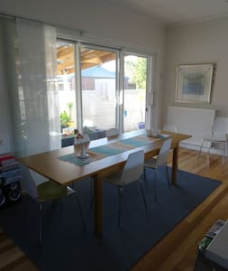 Bayside family home central location - Mordialloc - Rumah