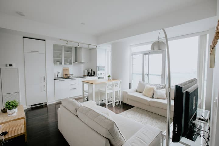 Modern 2 BDRM + 2 BATH + Parking! - MTCC, CN