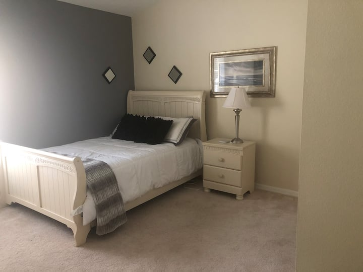 Home away from home, for dys/wks/mth (2 BR 1 bath)