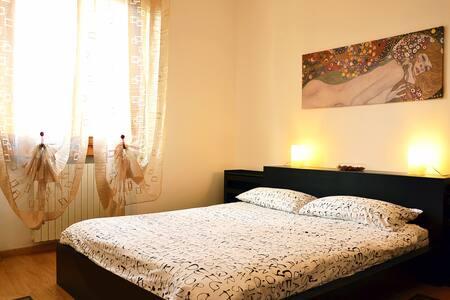 Ampia e luminosa camera nel Mugello - Borgo San Lorenzo - Osakehuoneisto