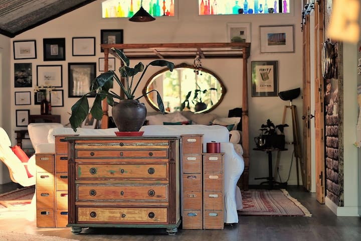 """Industrial Boho - The quirky """"Shome"""" close to Mona"""
