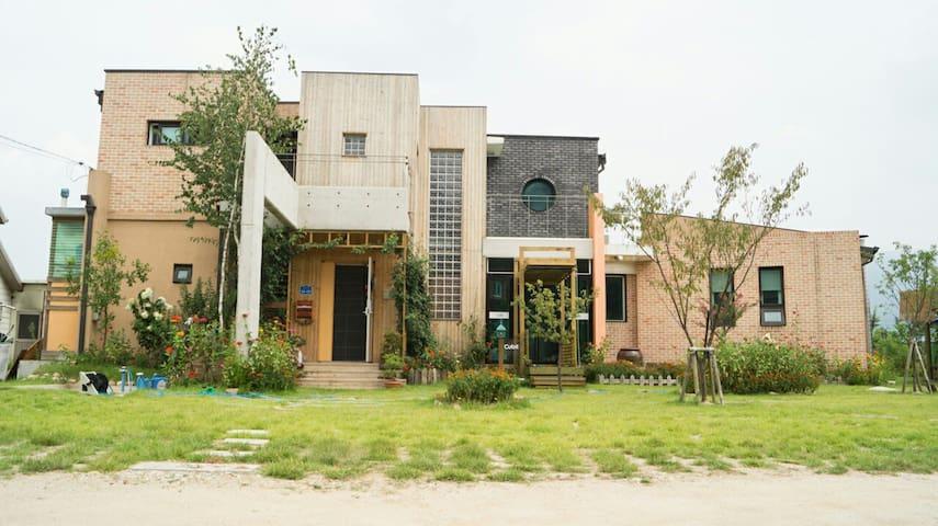 남춘천역에서 10분거리인 학곡리 전원에 아름다운집 2층집 - Dongnae-myeon, Chuncheon - Haus