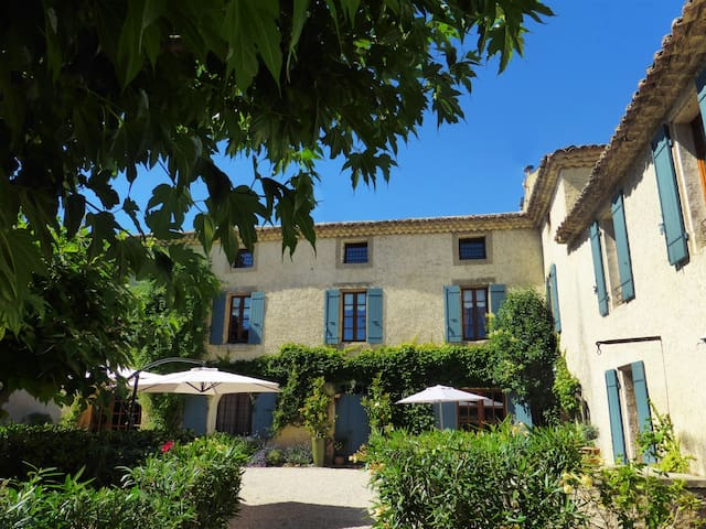 Studio entre vignes et piscine - Violès - Bed & Breakfast