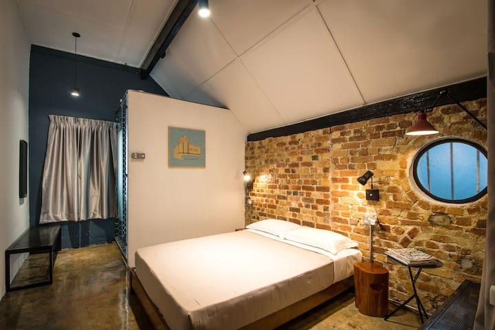 The Brownstone Hostel @ Ipoh - Deluxe queen room
