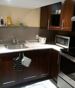 Great bedroom close to college, buses and shopping - Ottawa - Hus