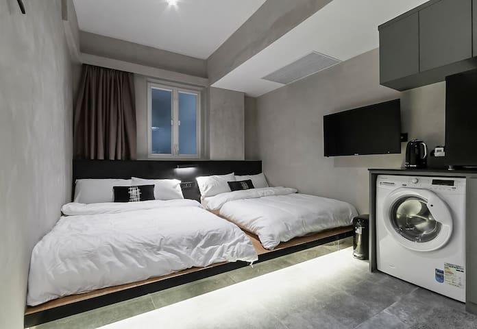 New 2# Quadruple Room 1 min MTR 西九高铁/地铁/机铁四人独立卫公寓