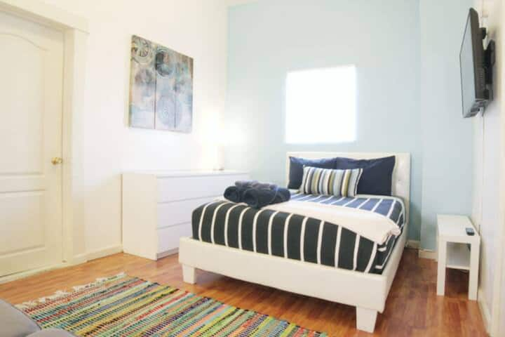 Koreatown LA Comfy Room with Private Bathroom