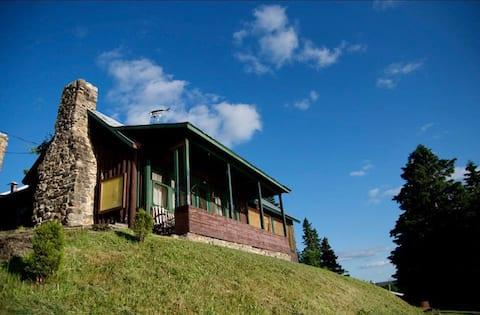 Fourmen Lodge/Rustic Beauty