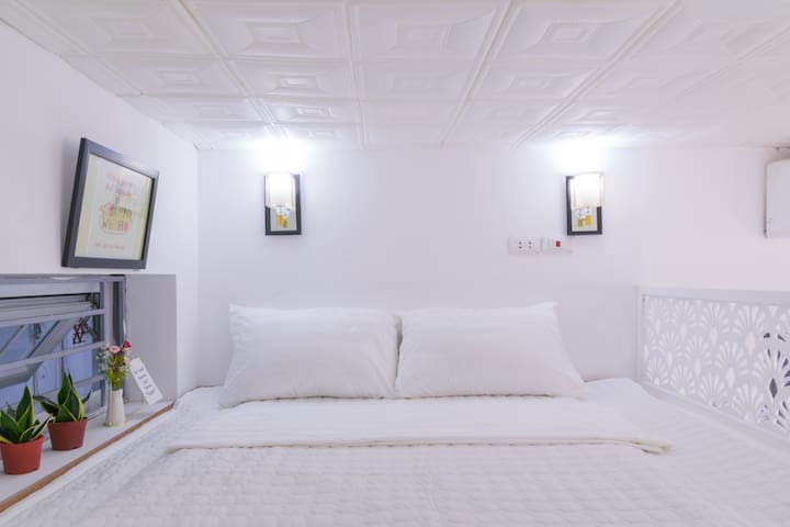 Bed room with low ceiling - Typical Hanoi , you will get used to it ;)