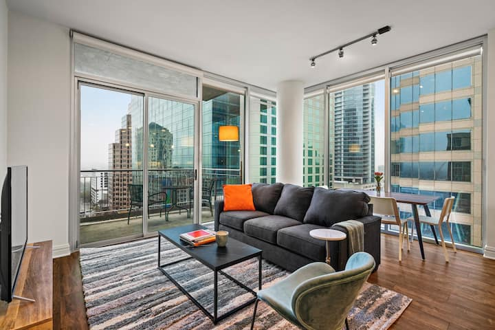 Kasa | Austin | Central 2BD/2BA Apartment