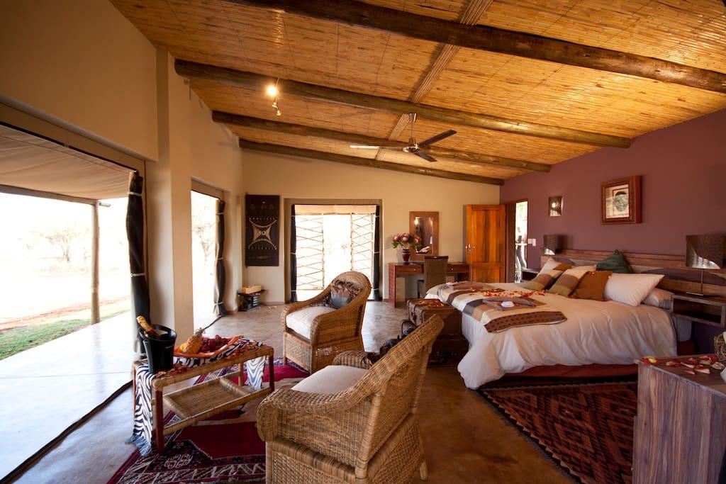 Executive Caia Main Bedroom