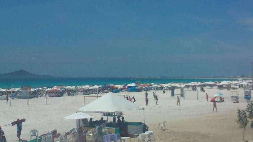 Praia do Forte, a 200 metros do imóvel.