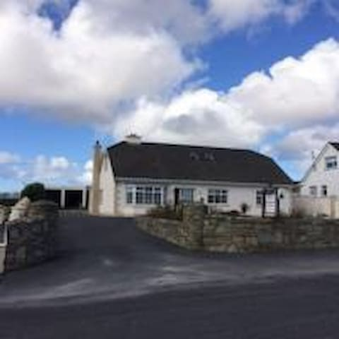 walking distance of Belmullet town - Tallagh Hill - Bed & Breakfast