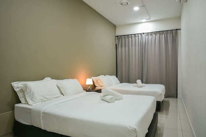 Business Suite for 4PAX w/ WIFI near SunwayPyramid