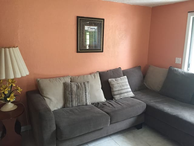 Spacious room near FAU - Boca Raton - House