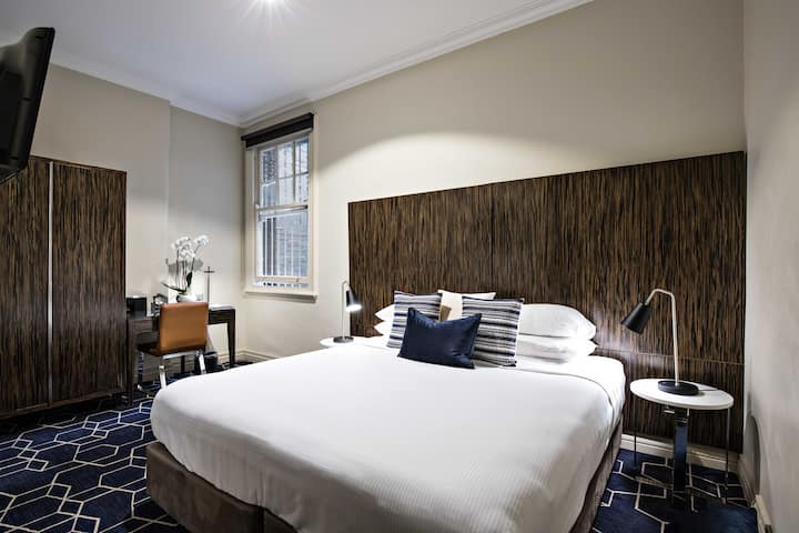 The Bayswater Sydney- King Deluxe Room