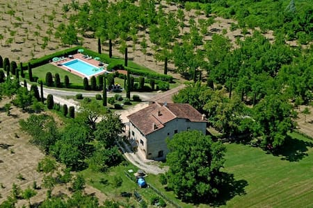 Splendid farmhouse in Tuscany near San Gimignano - サンジミニャーノ