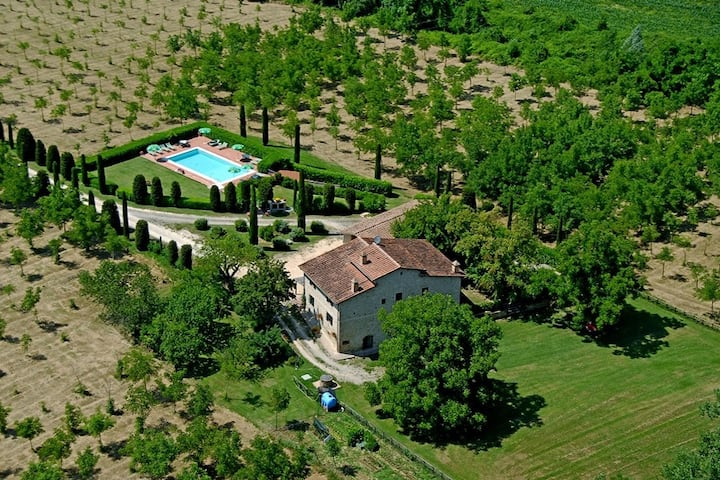 Splendid farmhouse in Tuscany near San Gimignano