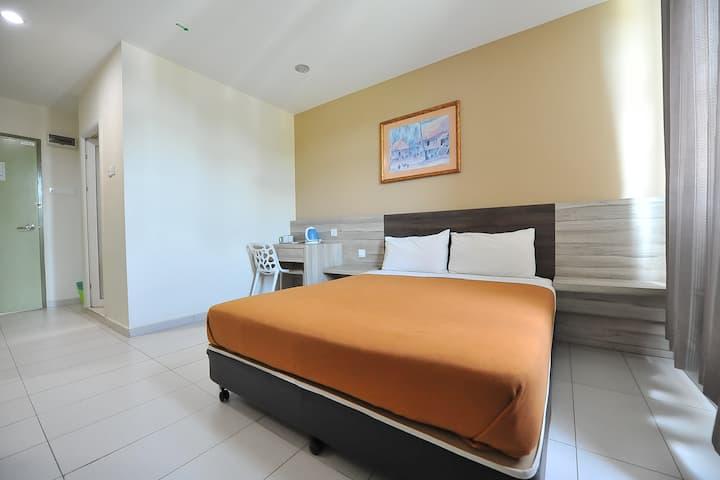 Homey double room at Hotel Suria Malaqa