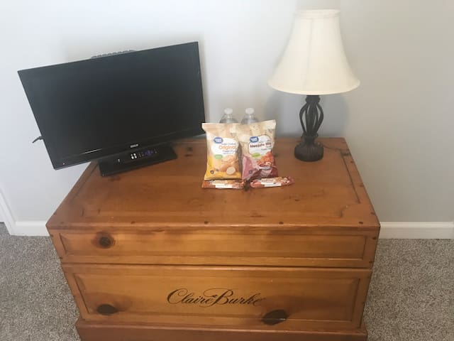 TV with Netflix, Hulu, and more. Waters and snacks provided.
