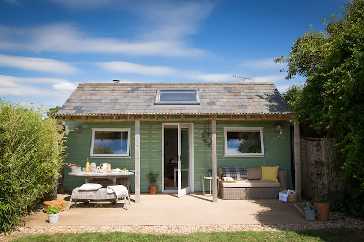 Sussex Eco Huts - Quirky home in rural West Sussex