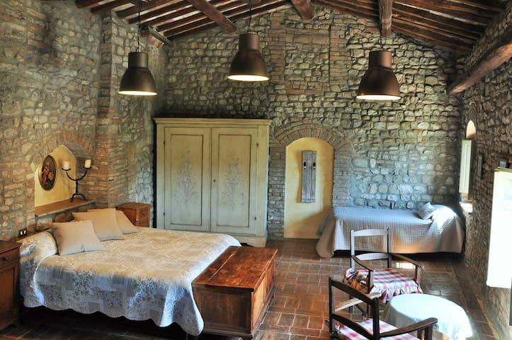 Apartment La Quercia, farm in the heart of Chianti