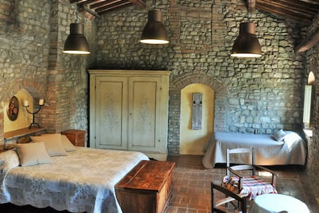Apartment La Quercia, farm in the heart of Chianti