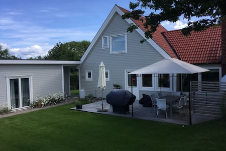 Fully equiped house with garden, 10 mins from city