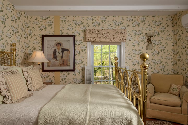 Elegant B&B - Queen Bed - Breakfast - Dogwood