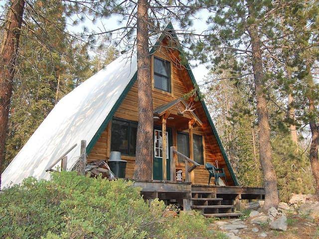 Cozy Cabin Next to Yuba River - Soda Springs