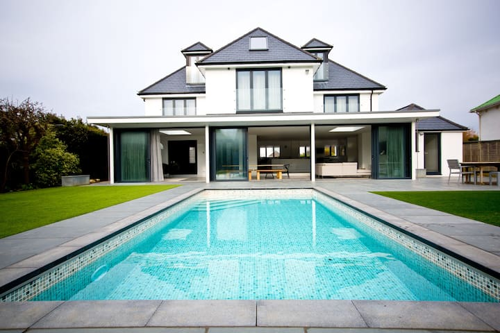 Spindrift is a luxury, contemporary seaside house - East Preston