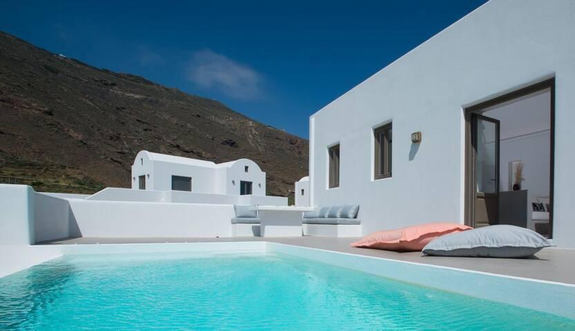 GRAZSAN401-4 Deluxe Villa with infinity pool