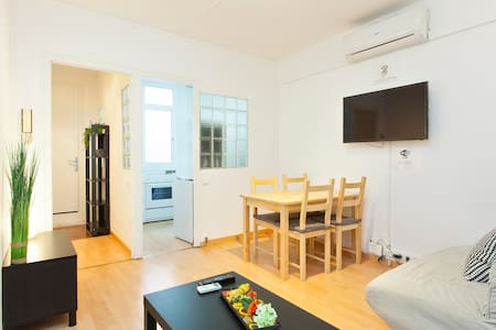 Apartment for 4 people in left side of the Eixample in Barcelona.