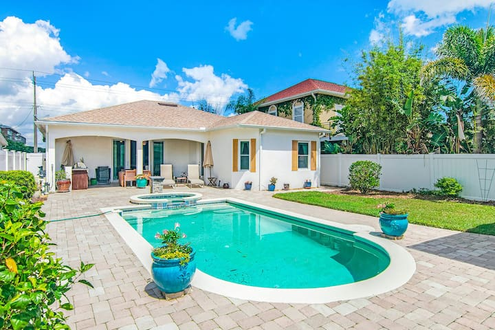 Manicured home & pool house w/ private pool & spa - steps to ocean beach!
