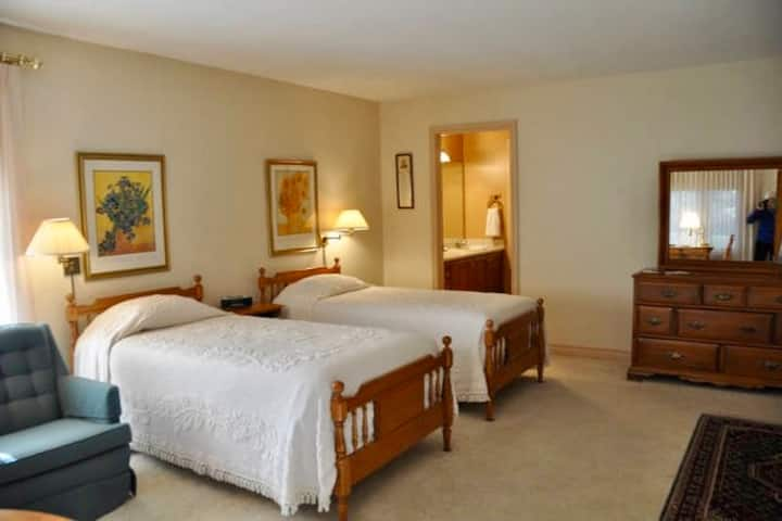 Tall Pines Bed & Breakfast - Room 1