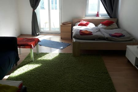Sunny room with balcony- TOP location in fhain - Berlin - Apartment