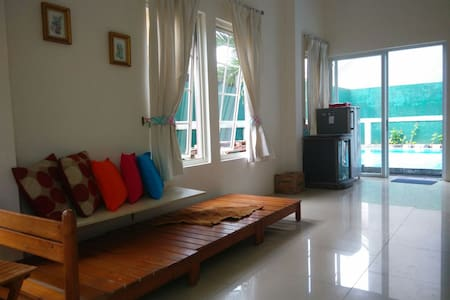 Pinewood 3 bed room villa w/pool. - Bogor