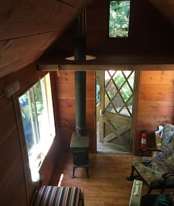 Tiny house with loft for sleeping. - Noti - Huis