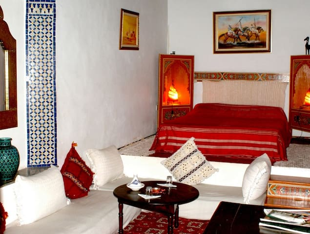 Private suite in a cosy Riad - Salé médina - Bed & Breakfast