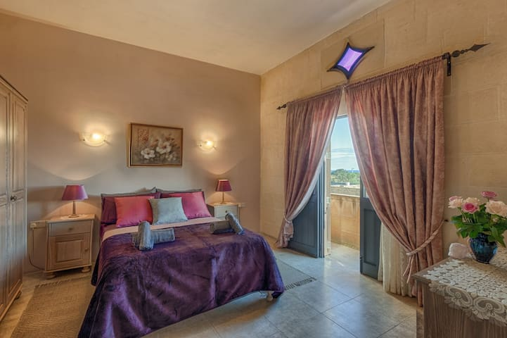 Deluxe Queen Room with Panoramic Country and Sea Views