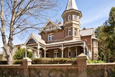 A Stately Victorian Residence - Goulburn